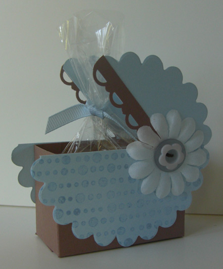 Scallop Circle Baby Carriage