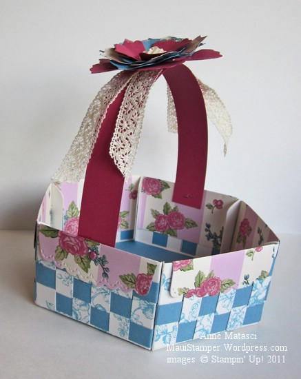 Mary Jo Albright's scallop envelope basket 1