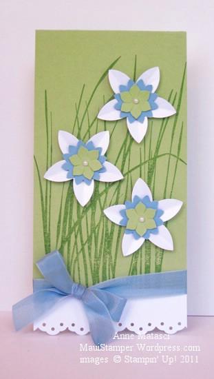 Tall grass, white flowers