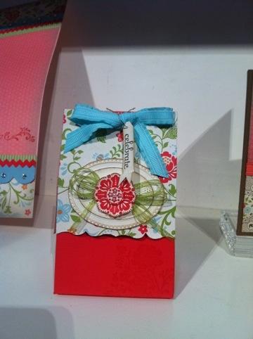 Poppy favor box